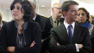 La ministre du Travail, Myriam El Khomri, et le Premier ministre, Manuel Valls, visitent une agence de Pôle emploi, à Mulhouse (Haut-Rhin), le 22 février 2016. (VINCENT KESSLER / AFP)