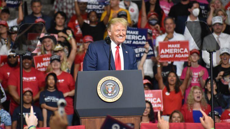 Donald Trump devant ses supporters lors d'un meeting à Tulsa, enOklahoma (Etats-Unis), le 20 juin 2020. (KYLE MAZZA / ANADOLU AGENCY / AFP)