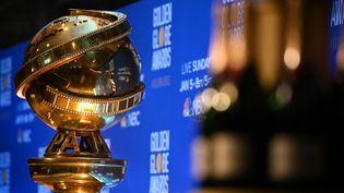 Le trophée des Golden Globes. (ROBYN BECK / AFP)