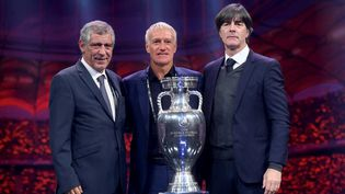 L'entraîneur du Portugal, Fernando Santos, celui de la France, Didier Deschamps, et celui de l'Allemagne, Joachim Low, après le tirage au sort de la phase finale de l'Euro 2020, à Bucarest, en Roumanie, le 30 novembre 2019. (ALEX NICODIM / ANADOLU AGENCY)