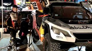 Le stand de l'équipe Gen-Z lors du Dakar 2021 en Arabie saoudite, janvier 2021 (BENJAMIN THUAU / RADIO FRANCE)