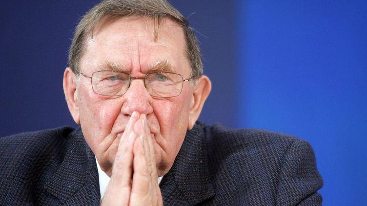 L'ancien secrétaire général de la CGT, Louis Viannet, participe à une suite de débats à l'occasion du centenaire du ministère du Travail, le 25 octobre 2006, au Carrousel du Louvre, à Paris. (FRANCOIS GUILLOT / AFP)