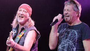 Roger Glover (G), bassiste, et le chanteur Ian Gillan (D), membres fondateurs de Deep Purple, en concert à Moscou en 2011  (Valeriy Melnikov / RIA NOVOSTI)