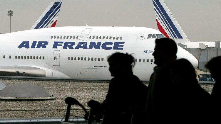 Des avions de la compagnie Air France sur les pistes de l'aéroport Roissy-Charles-de-Gaulle (JOHN SCHULTS / REUTERS)