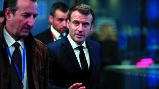 Emmanuel Macron arrive au sommet du Conseil européen, à Bruxelles (Belgique), le 13 décembre 2019. (DURSUN AYDEMIR / ANADOLU AGENCY / AFP)