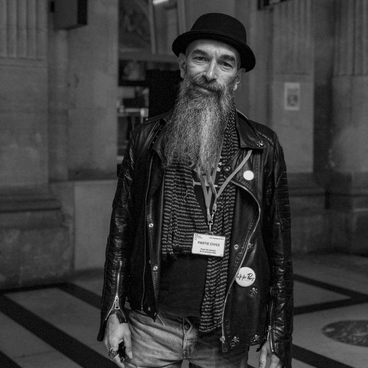 Franck, partie civile au procès des attentats du 13-Novembre, photographié par David Fritz-Goeppinger. Tous les deux étaient au Bataclan, ce soir-là. (DAVID FRITZ-GOEPPINGER POUR FRANCEINFO)