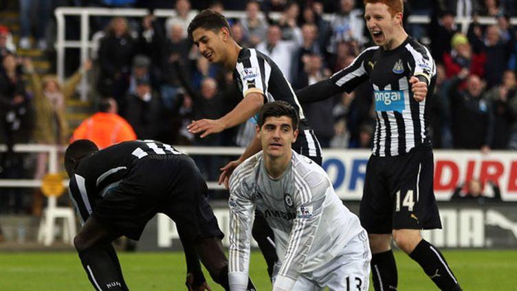 Thibaut Courtois spectateur de la joie des joueurs de Newcastle