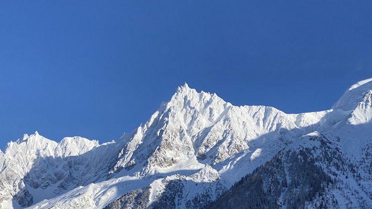 L'Aiguille du Midi dans le massif du Mont-Blanc (Haute-Savoie), le 3 février 2021. (RICHARD VIVION / FRANCE-BLEU PAYS DE SAVOIE)