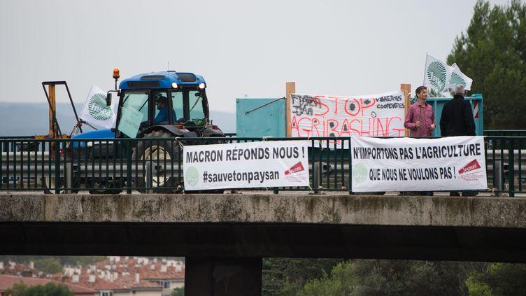 """Des agriculteurs protestent contre l'""""agribashing"""" dont ils s'estiment victimes, mardi 22 octobre 2019 à Aix-en-Provence (Bouches-du-Rhône). (MAXPPP)"""