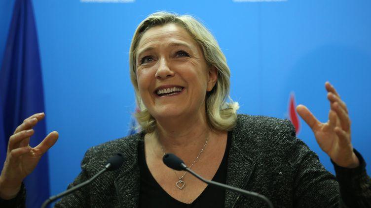 La présidente du Front national Marine Le Pen donne une conférence de presse, le 23 mars 2014 à Nanterre, après le premier tour des élections municipales. (KENZO TRIBOUILLARD / AFP)
