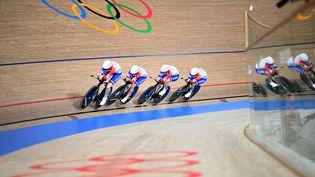 Marion Borras,Victoire Berteau, Marie Le Net et Valentine Fortin lors des qualifications de la poursuite par équipes. (PETER PARKS / AFP)
