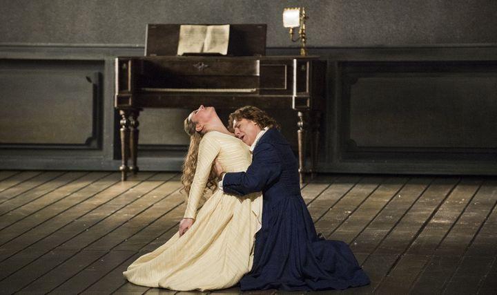 "Karine Deshayes et Roberto Alagna dans l'acte III de ""Werther""  (Opéra national de Paris/Julien Benhamou)"