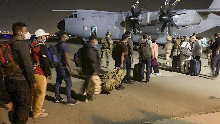 Des personnes sont évacuées de Kaboulle 17 août 2021par l'armée française, après le retour au pouvoir des talibans dans le pays. Photo d'illustration. (STR / AFP)