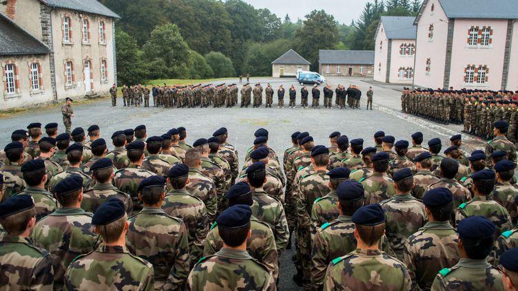 Les élèves de l'écolePolytechnique au camp militaire deLa Courtine (Creuse), le 19 octobre 2016. (PIERRE GAUTHERON / HANS LUCAS / AFP)