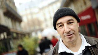 """Yazid Kherfi, ancien braqueur, auteur de """"Repris de justesse"""", photographié le 25 janvier 2012 à Paris. (MIGUEL MEDINA / AFP)"""