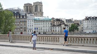 Des passants à Paris, le 21 août 2020. (MYRIAM TIRLER / HANS LUCAS / AFP)