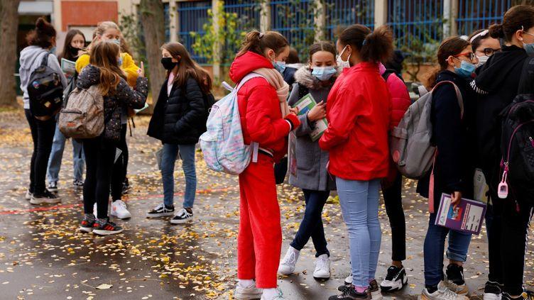 La cour du collège La Grange Aux Bellesà Paris, le 2 novembre 2020. (THOMAS SAMSON / AFP)