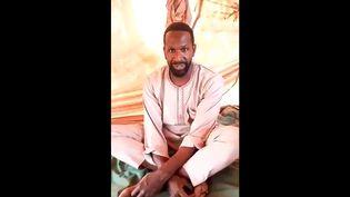 Vidéo du journaliste Olivier Dubois annonçant son enlèvement au Mali, diffusée sur Twitter, le 5 mai 2021. (CAPTURE D'ECRAN)