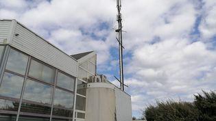 Une antenne 5G sur un bâtiment à La Rochelle (Charente-Maritime). (THIBAULT LECOQ / FRANCE-BLEU LA ROCHELLE)
