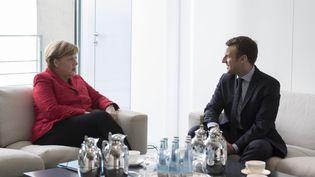 La chancelière allemande Angela Merkel et Emmanuel Macron, alors candidat à l'élection présidentielle, le 16 mai 2017 à Berlin. (MAXPPP)
