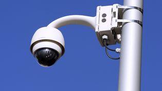 Un mât qui doit accueillir, à Étampes (Essonne), une caméra de vidéosurveillance est à l'origine de l'incident (Photo d'illustration). (ALEX BAILLAUD / MAXPPP)