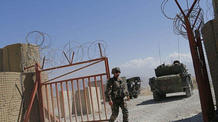 Les soldats français ont quitté définitivement le district de Surobi en Afghanistan, le 31 juillet 2012. (ALEXANDER KLEIN / AFP)