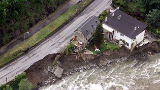 Vue aérienne du village de Cauterets (Hautes-Pyrénées), le 19 juin 2013. (LAURENT DARD / AFP)