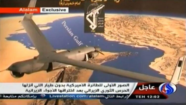 La télévision d'Etat iranienne Alalam a diffusé une vidéo montrant ce qui semble être un drone de type ScanEagle posé devant une carte du golfe Persique, le 3 décembre 2012. (FRANCETV INFO / APTN)