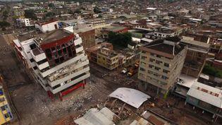 Un drone capture les dégâts faits par le séisme du samedi 16, à Portoviejo, en Equateur, dimanche 17 avril 2016. (PABLO COZZAGLIO / AFP)