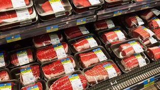 De la viande en libre-service dans un supermarché à Ivry-sur-Seine (Val-de-Marne), le 3 décembre 2014. (MAXPPP)