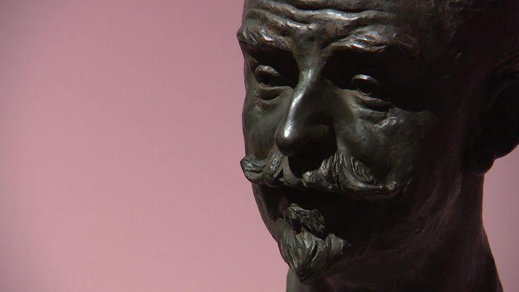 """Buste de Joris-Karl Huysmans exposé au MAMCS à l'occasion de l'exposition """"L'oeil de Huysmans"""". (France 3 Alsace / V. Roy)"""
