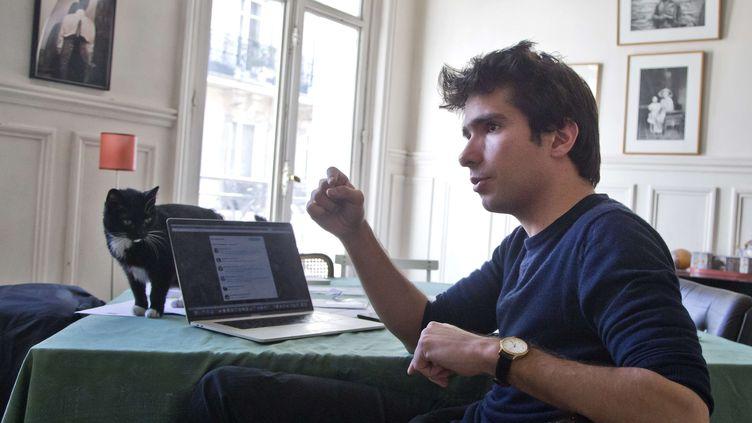 Juan Branco lors d'une interview avec l'agence AP, le 11 avril 2019, à Paris. (MICHEL EULER / AP / SIPA)