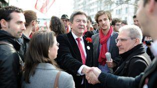 Andréa Kotarac (avec l'écharpe rouge), aux côtés de Jean-Luc Mélenchon, venu le soutenir lors de la campagne des municipales, le 14 mars 2014 à Lyon. (MAXPPP)