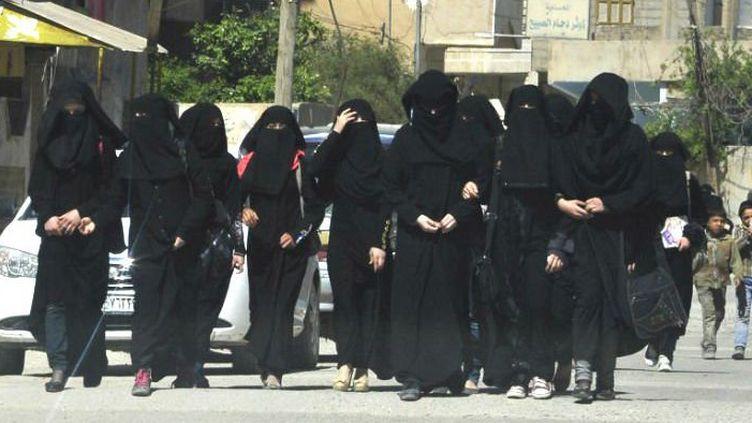 Procréer et s'occuper de son mari djihadiste. Le rôle de la femme dans la société du califat est très encadré. La femme est également un vecteur de propagande. (DR)