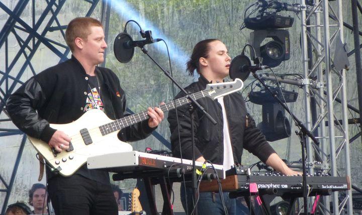 Tom et Josh de Jungle sur scène au festival We Love Green le 1er juin 2014.  (Laure Narlian / Culturebox)