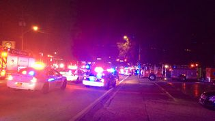 Des voitures de police devant le Pulse, unediscothèque gay d'Orlando (Floride) où 49 personnes ont été tuées le 12 juin 2016. (ORLANDO POLICE DEPARTMENT / AFP)