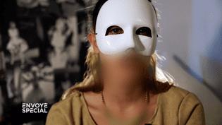 """A 17 ans, Iman préparait un attentat kamikaze : elle témoigne dans """"Envoyé spécial"""". (FRANCE 2 / FRANCETV INFO)"""