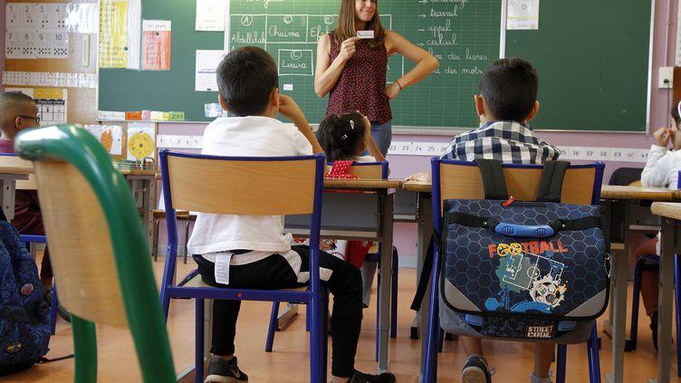 Une classe dédoublée en CP dans une école de Montpellier (Hérault), en septembre 2017. (GUILLAUME BONNEFONT / MAXPPP)