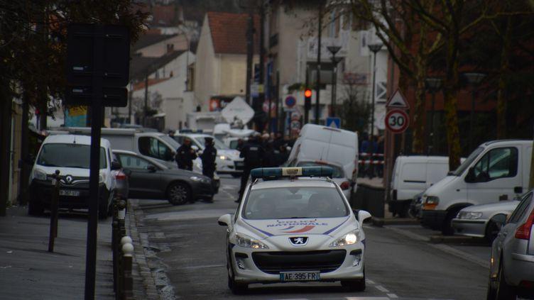 Patrouille à Argenteuil (Val-D'oise) le 25 mars 2016. (CITIZENSIDE / AFP)