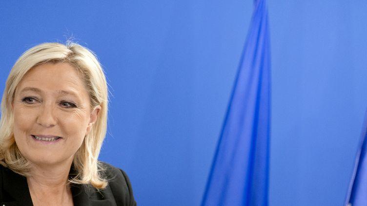 La présidente du Front national, Marine Le Pen, donne un discours à Nanterre (Hauts-de-Seine), au siège du parti, le 22 mars 2015. (KENZO TRIBOUILLARD / AFP)