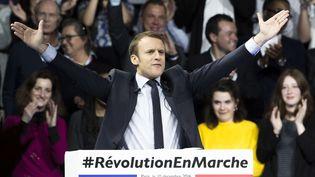 Emmanuel Macron lors d'un meeting à Paris, le 10 décembre 2016. (KAMIL ZIHNIOGLU / AP / SIPA)