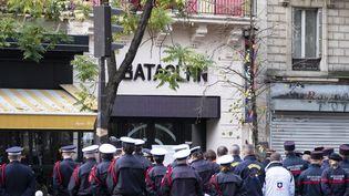 La cérémonie de commémoration des attaques du 13 novembre 2015, devant le Bataclan à Paris, le 13 novembre 2019. (NICOLAS PORTNOI / HANS LUCAS / AFP)