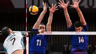 Les Bleus disputent la demi-finale du tournoi olympique de volley contre l'Argentine. (YURI CORTEZ / AFP)