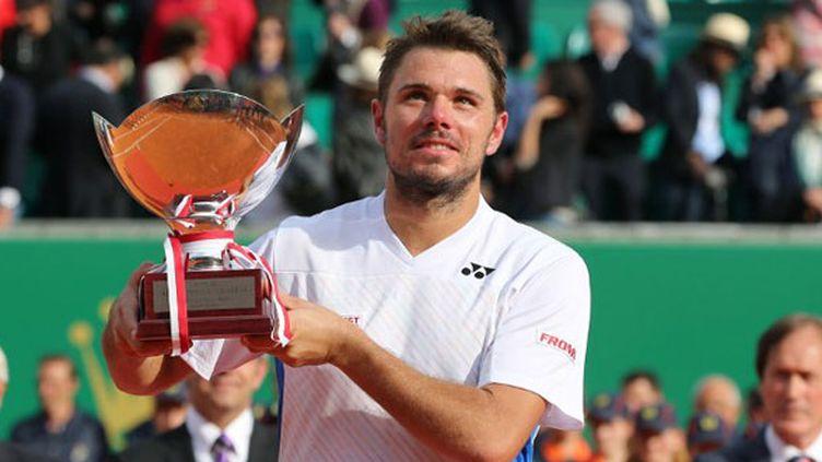 Le Suisse Stanislas Wawrinka avec le trophée conquis à Monte-Carlo