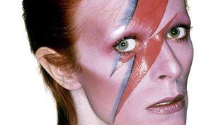 Le fameux visage de Bowie zébré d'un éclair de la pochette d'Aladdin Sane.  (Brian Duffy  / « Bowie par Duffy – Cinq séances photo 1972-1980 de Kevin Cann et Chris Duffy est édité par Éditions Glénat.)