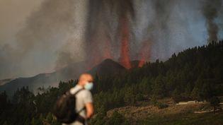 Le volcan Cumbre Vieja de l'île espagnole de La Palma (Canaries),est entré en éruption dimanche 19septembre, pour la première fois depuis cinquante ans. (ANDRES GUTIERREZ / ANADOLU AGENCY)