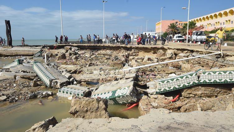 Un pont détruit après les pluies torrentielles qui se sont abattues à Bir Challouf, dans la région de Nabeul (Tunisie), le 23 septembre 2018. (FETHI BELAID / AFP)
