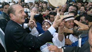 Jacques Chirac lors d'une visite d'Etat en Algérie, le 2 mars 2003, à Alger. (PATRICK KOVARIK / AFP)