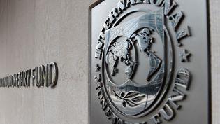 Le logo du Fonds monétaire international (FMI), le 27 mars 2020 à Washington. (OLIVIER DOULIERY / AFP)