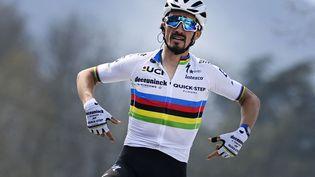 Le Français Julian Alaphilippe arborera avec fierté son maillot arc-en-ciel de champion du monde sur les routes du prochain Tour de France, à partir du samedi 26 juin. (ERIC LALMAND / BELGA MAG)